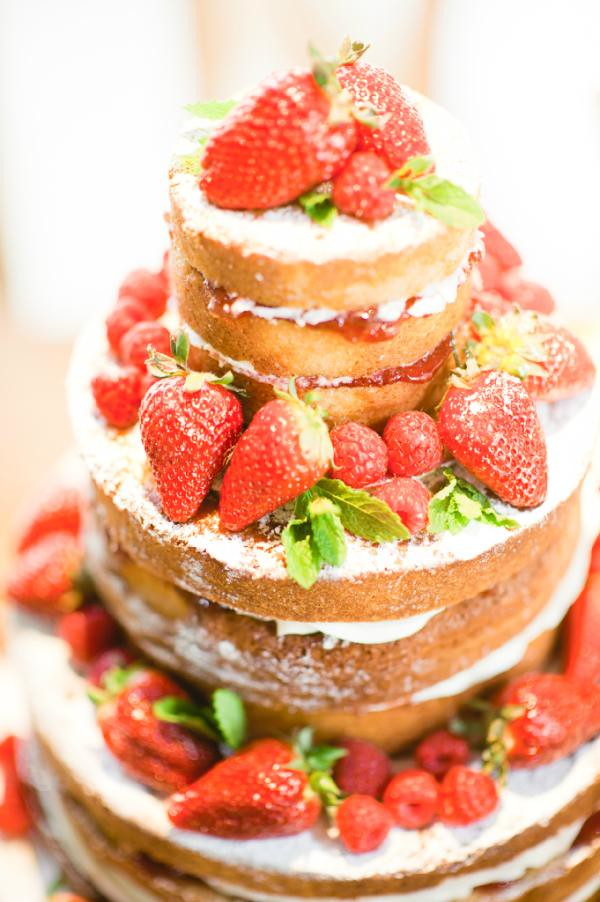 tiered victoria sponge wedding cake wedding cake oh my did i to resist 20969