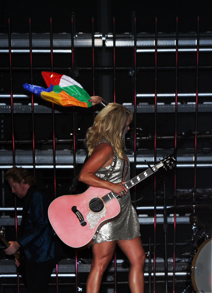 Miranda Lambert Vs The Beachball Cma Fest 2011 Lp Field
