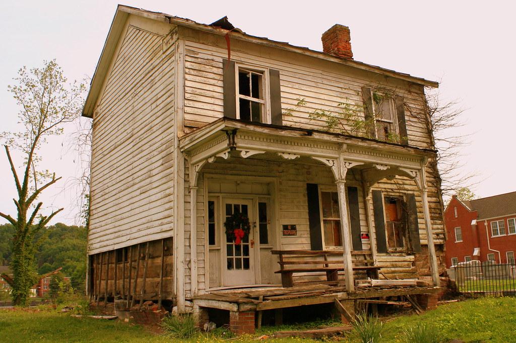 Abandoned House - Rogersville, TN | The Christmas Wreath