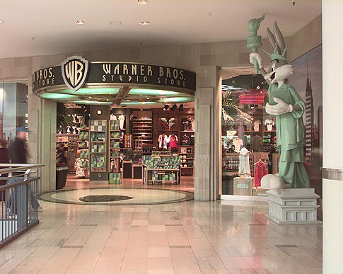 warner brothers studio store staten island mall, ny | flickr