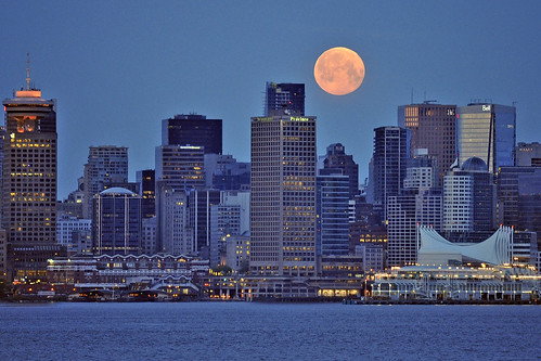 May 2012 Supermoon over Vancouver...DSC_0962 | by eye for beauty2007
