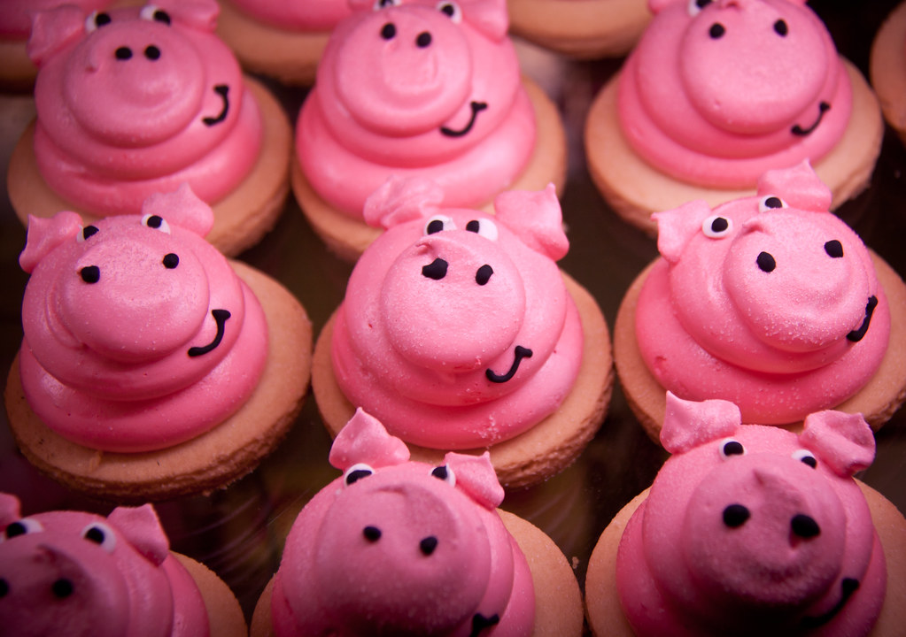 Pink Pig Cupcakes Woodhall Spa Bakery And Delicatessen