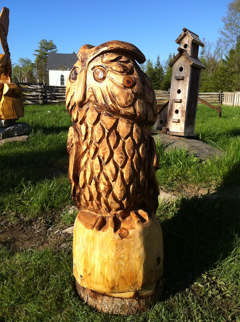 Wood carving owl hand chainsaw simple