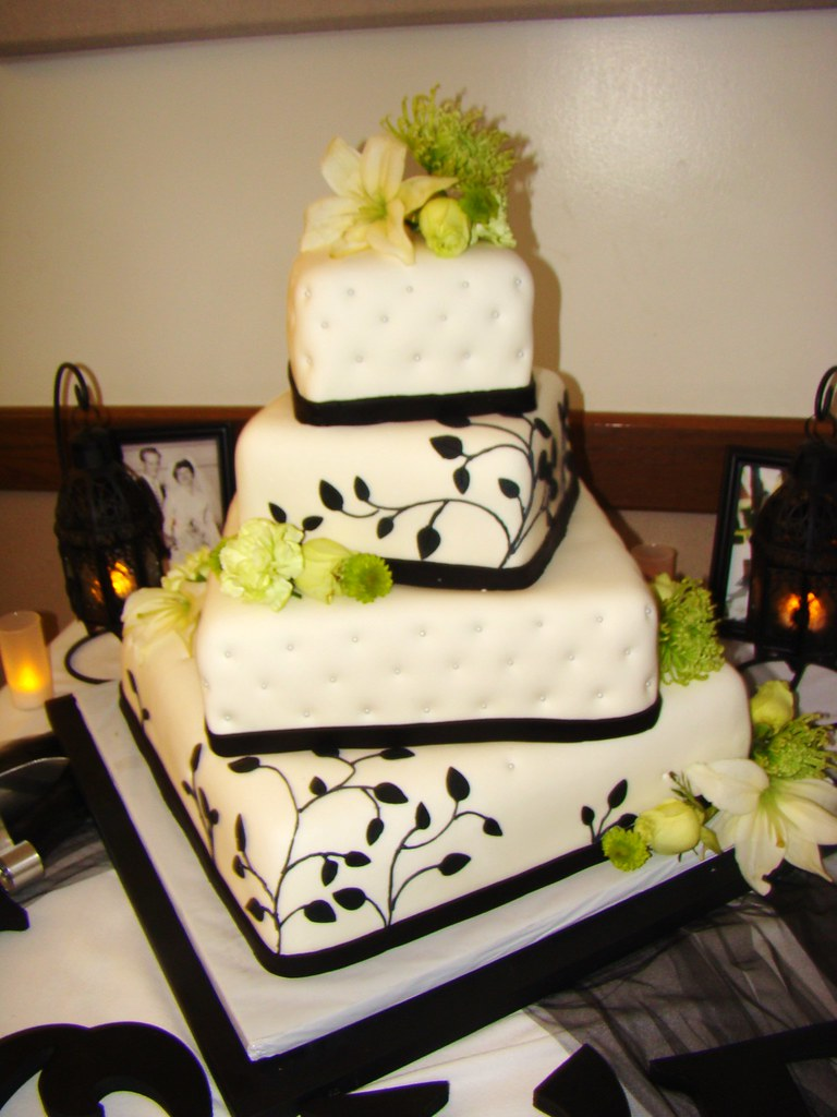 wedding cakes with vines and flowers black and white vines wedding cake layersoflove flickr 26133