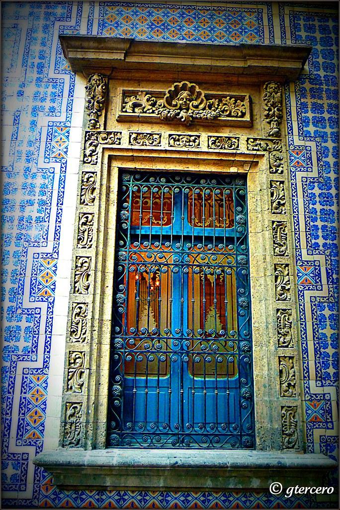 Detalle ventanal de la casa de los azulejos calle condesa for Casa de los azulejos historia