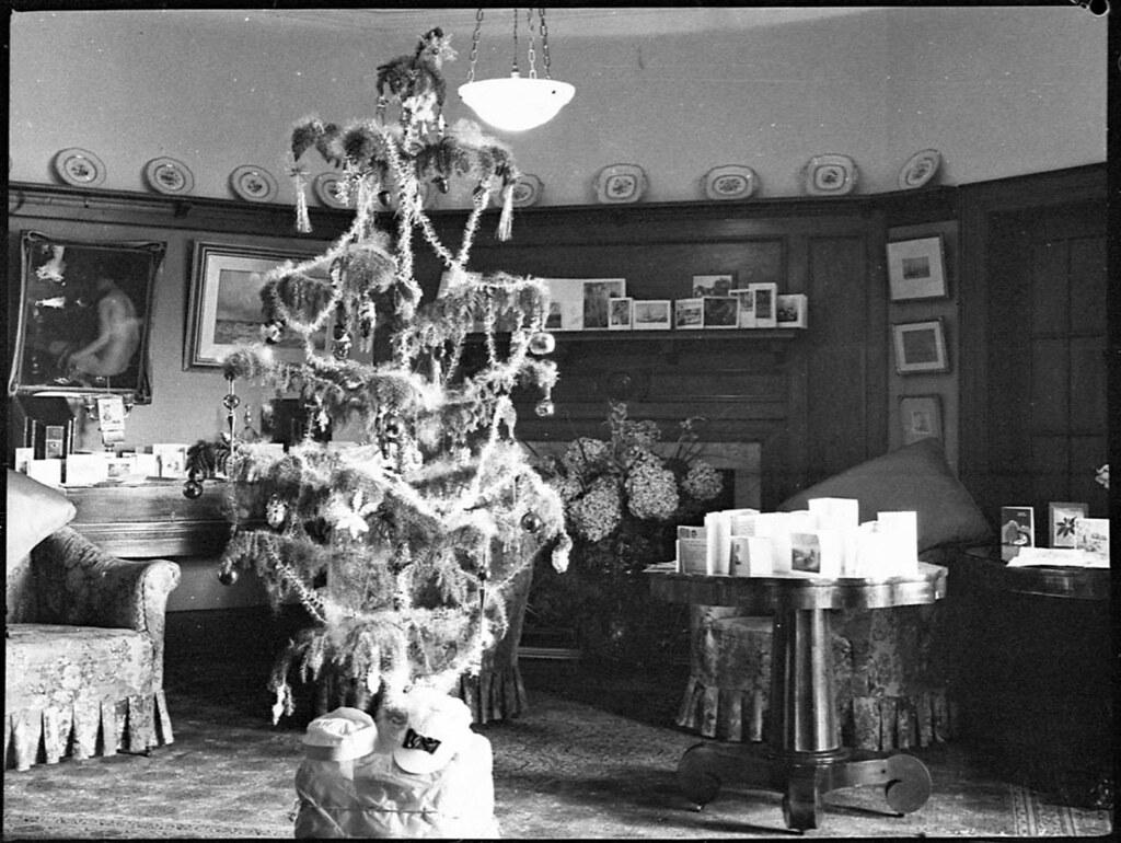 Mrs OE Friend's Christmas Tree, 1939, By Sam Hood