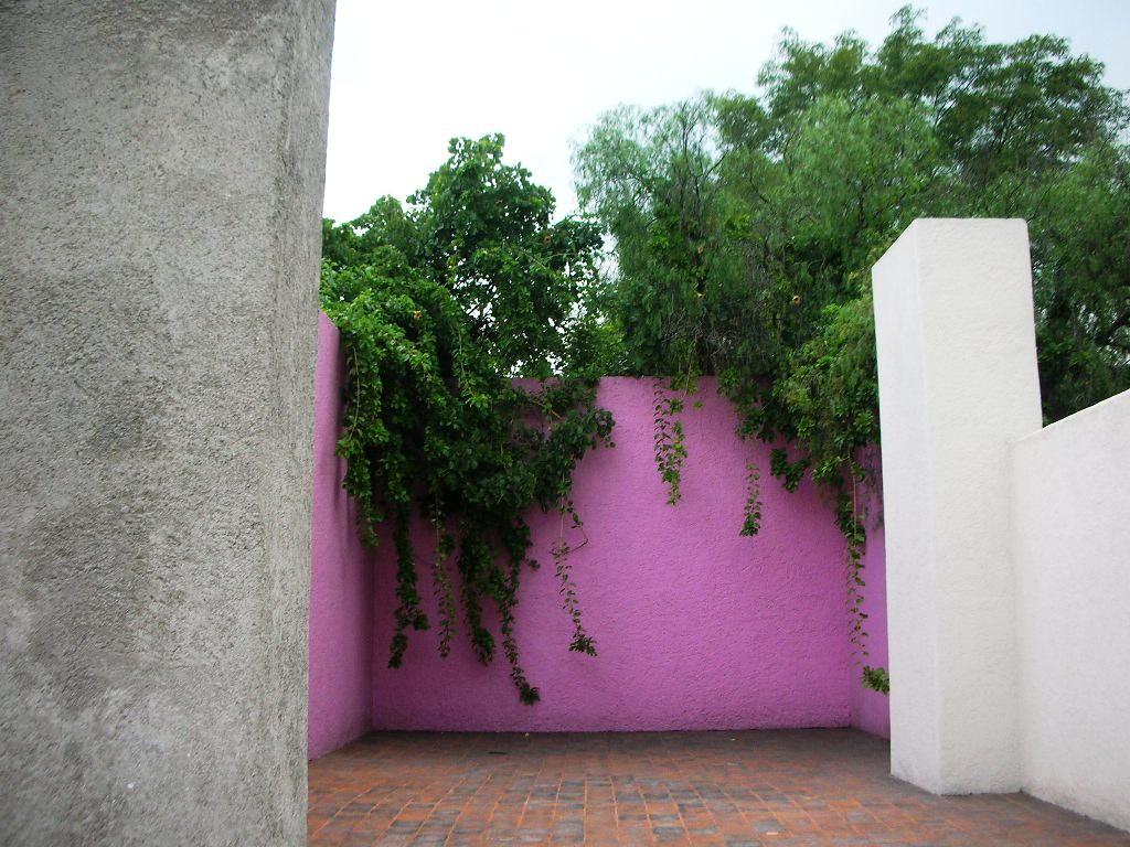 Luis barragan house mexico city rooftop of the luis for Jardin 17 luis barragan