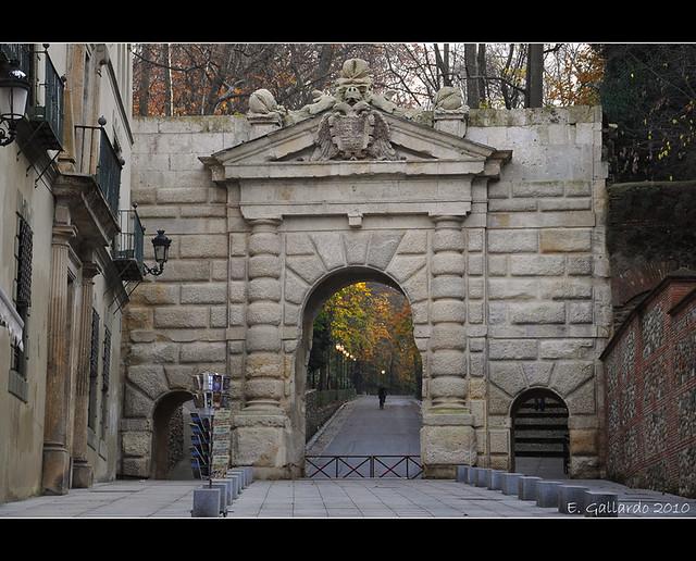 Puerta De Las Granadas Granada Alhambra Nikon D90 18