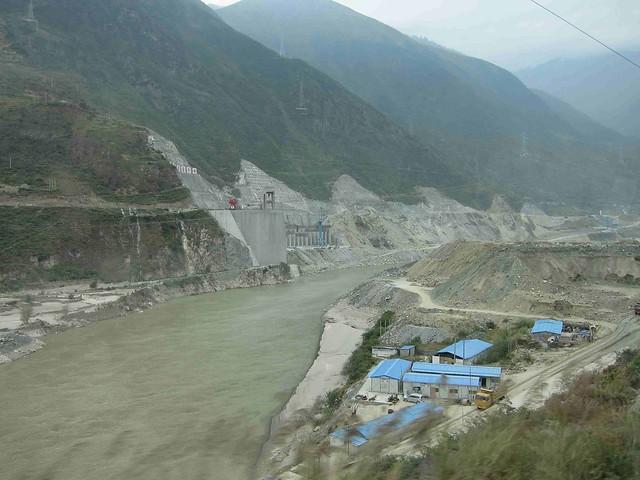 各種水電站和引水工程正如火如荼在中國各地展開。圖片來源:p20101231(CC BY-NC-ND 2.0)