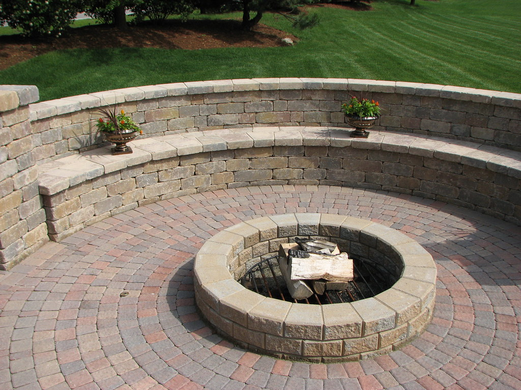Fire Pit With Bench Wall 1a This Is A Stack Stone Fire Pit Flickr