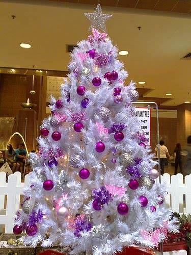 Abeto blanco decorado en morado rbol de navidad - Arbol de navidad blanco decorado ...