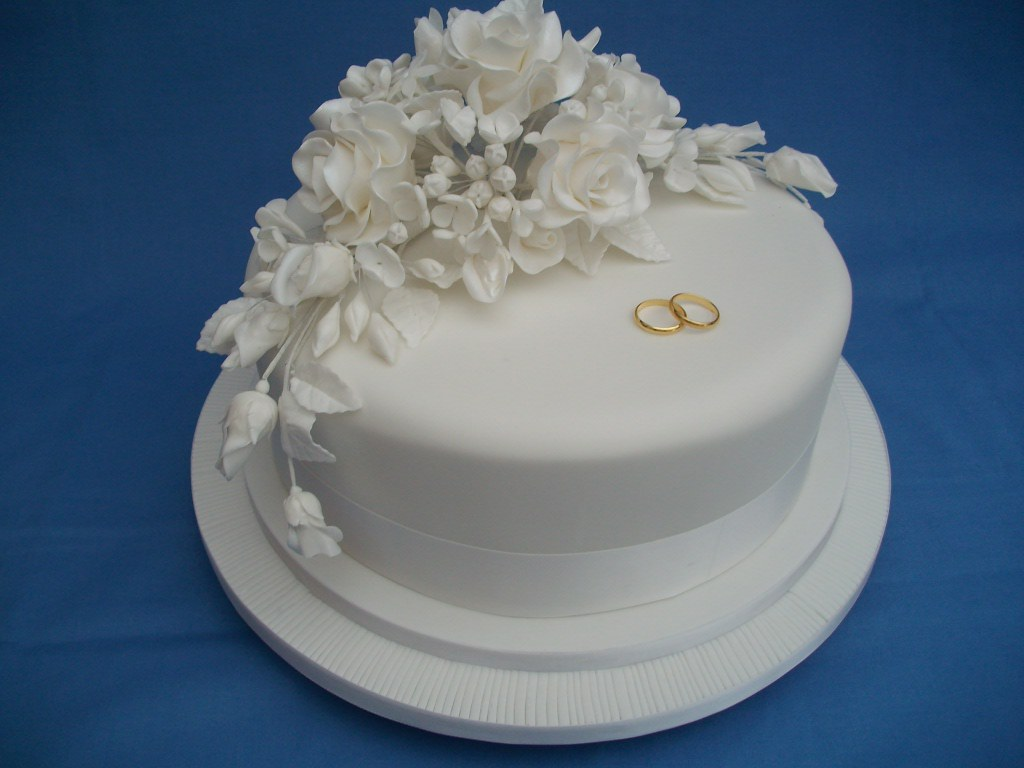 a single tier wedding cake a beautiful plain white cake fo flickr. Black Bedroom Furniture Sets. Home Design Ideas