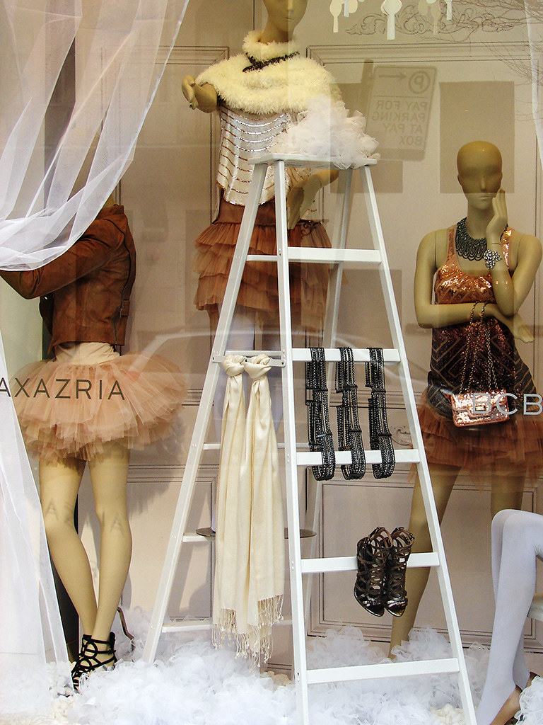 Small clothes shop interior design ideas
