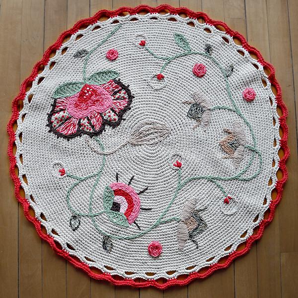 Alfombra bordada a mano alfombra tejida a crochet y bordad flickr - Alfombras a mano ...
