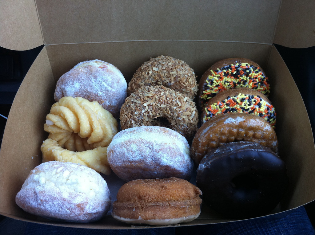 Box of delicious Jolly Pirate Donuts | Flickr - Photo Sharing!: https://www.flickr.com/photos/notbrucelee/5202508883