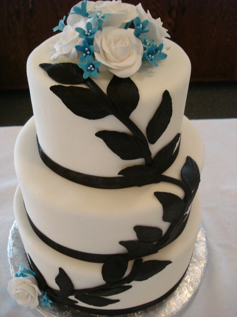 blue flower wedding cake black amp blue floral wedding cake see more great cakes 11984