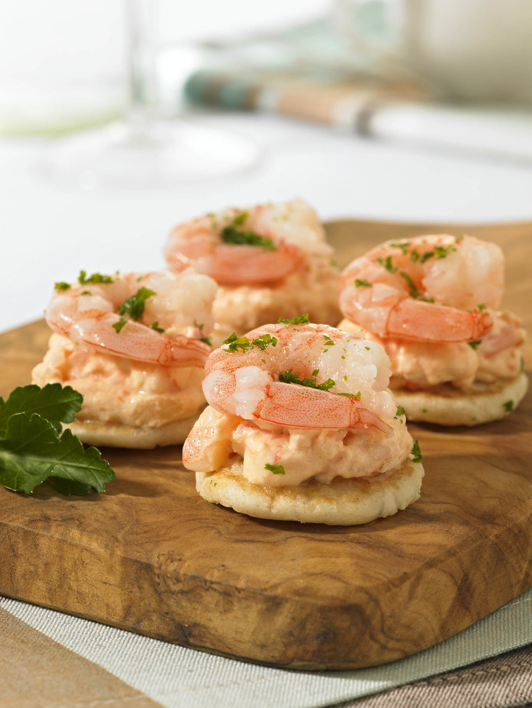 Mini prawn cocktail blini russian style savoury pancakes for Canape toppings