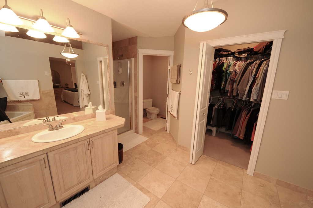 Ensuite Bathroom Walk In Wardrobe upper - ensuite bathroom / walk in closet | markmurray99 | flickr