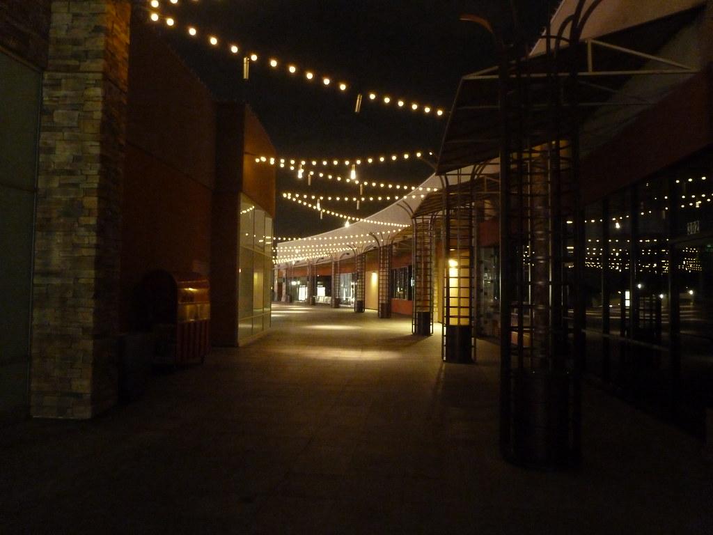 Garden Walk Mall Anaheim: The Anaheim Garden Walk, Behind The Anchor