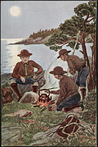 [Speidergutter ved bålet] / [Boy scouts camping] | by National Library of Norway