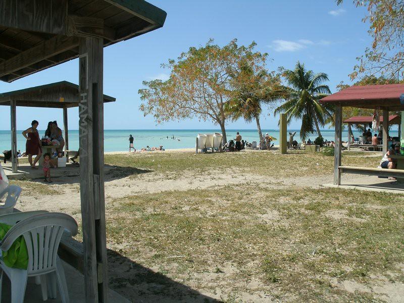 Playa del combate cabo rojo puerto rico joe delgado for Villas koralina combate cabo rojo
