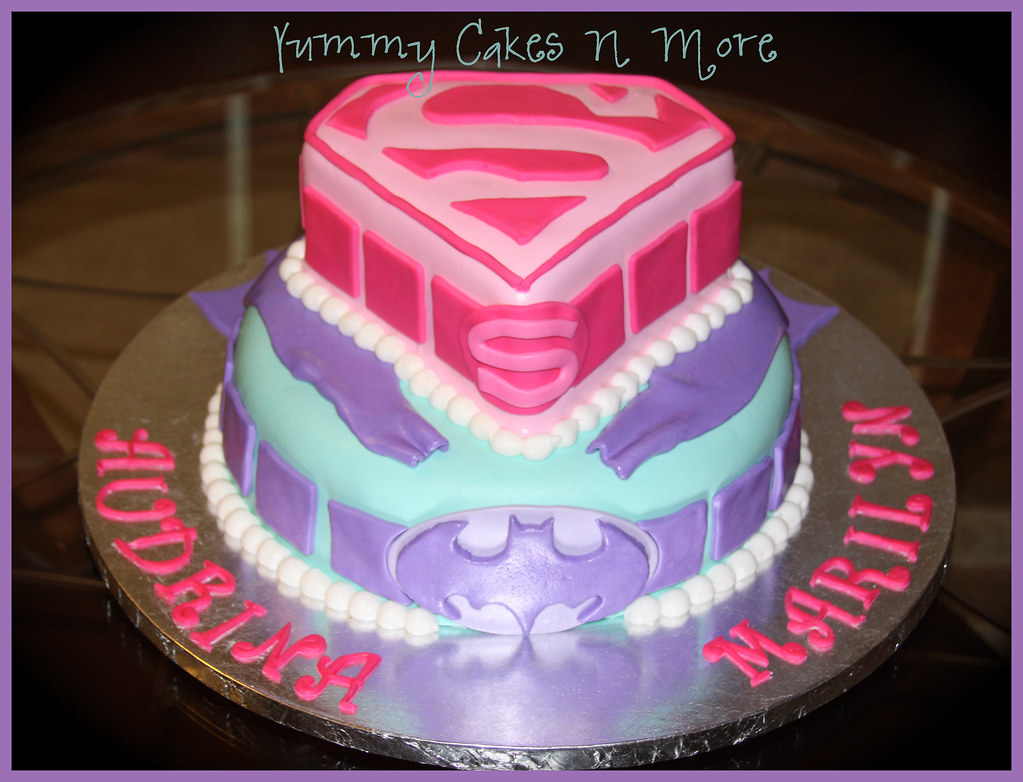 Supergirl Amp Batman Cake This Was Such A Cute Cake The