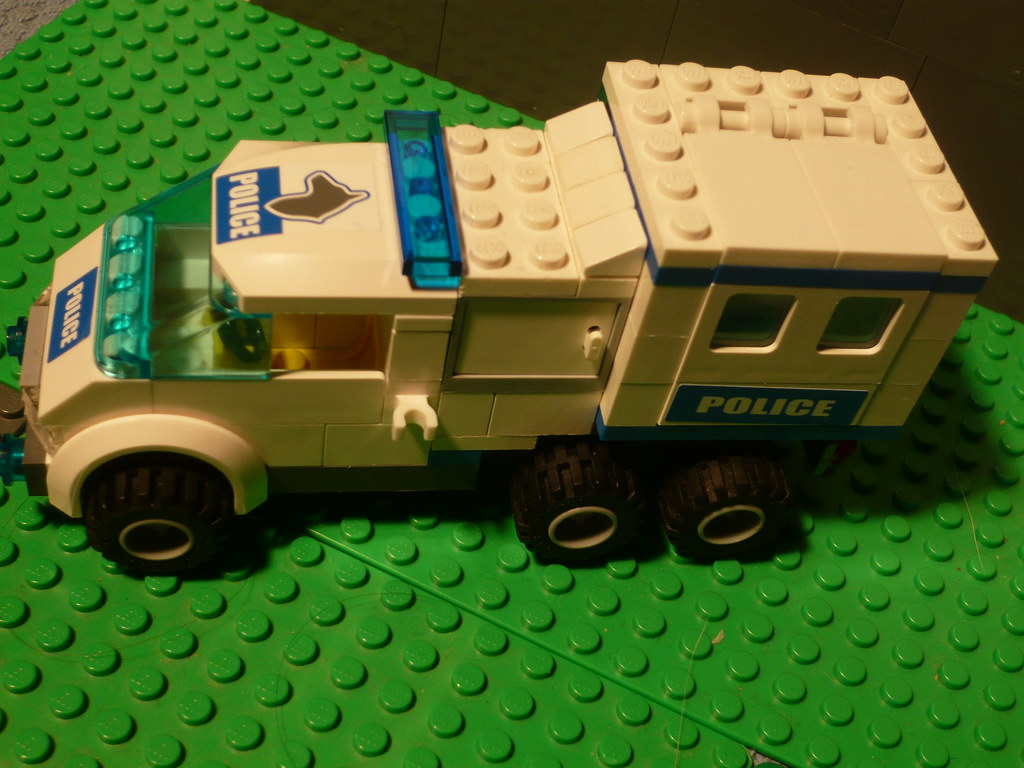 Camion de police lego am lioration du camion de police n flickr - Lego camion police ...