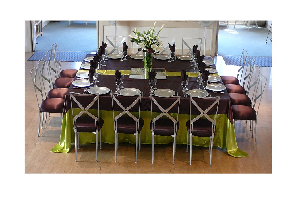 Square table for 16 people green and chocolate table for Table 6 to 16