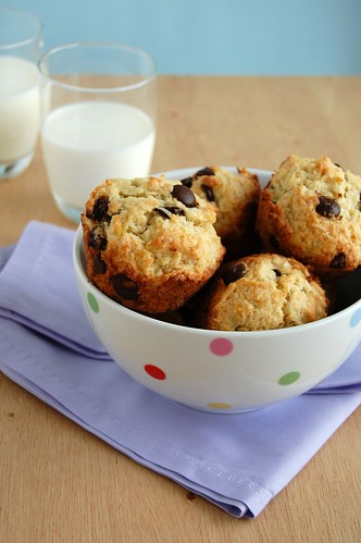 Banana, chocolate and coconut muffins / Muffins de banana, coco e chocolate | by Patricia Scarpin