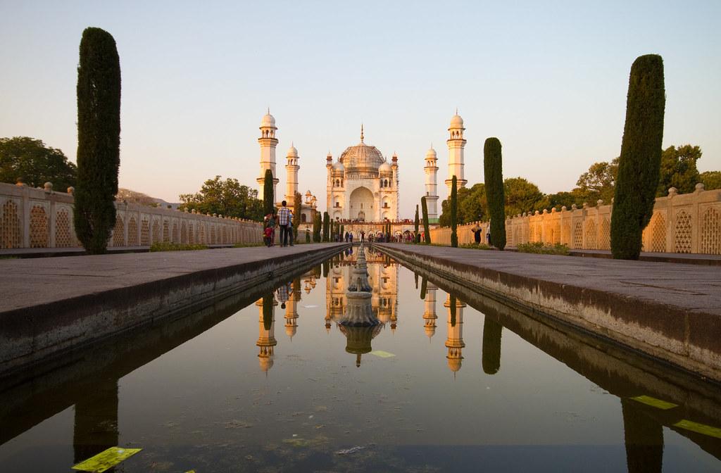 Bibi ka maqbara built by prince azam shah son of for Bibi shehar bano history