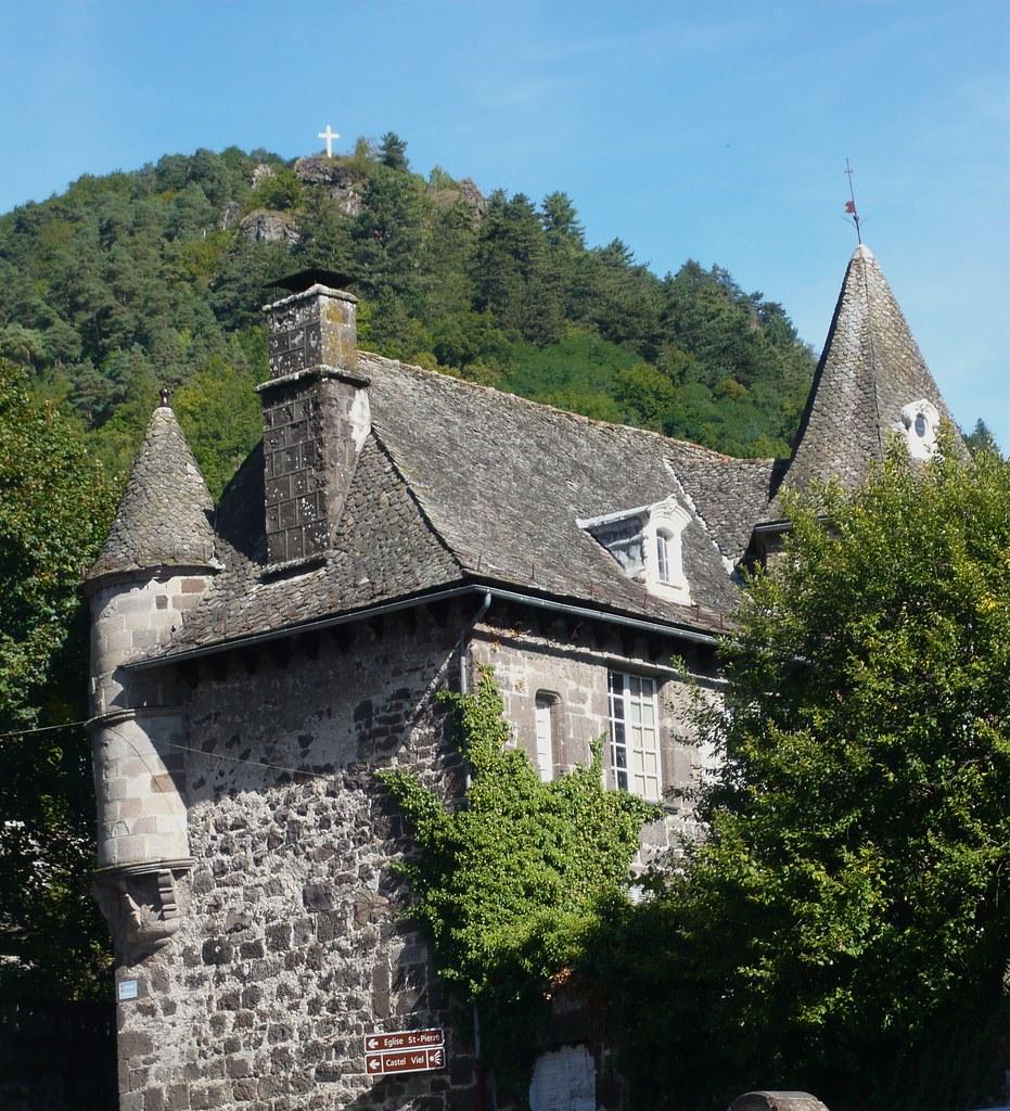 La maison du chevalier des huttes a vic sur c re office de tourisme carlad s cantal flickr - Office de tourisme vic sur cere ...