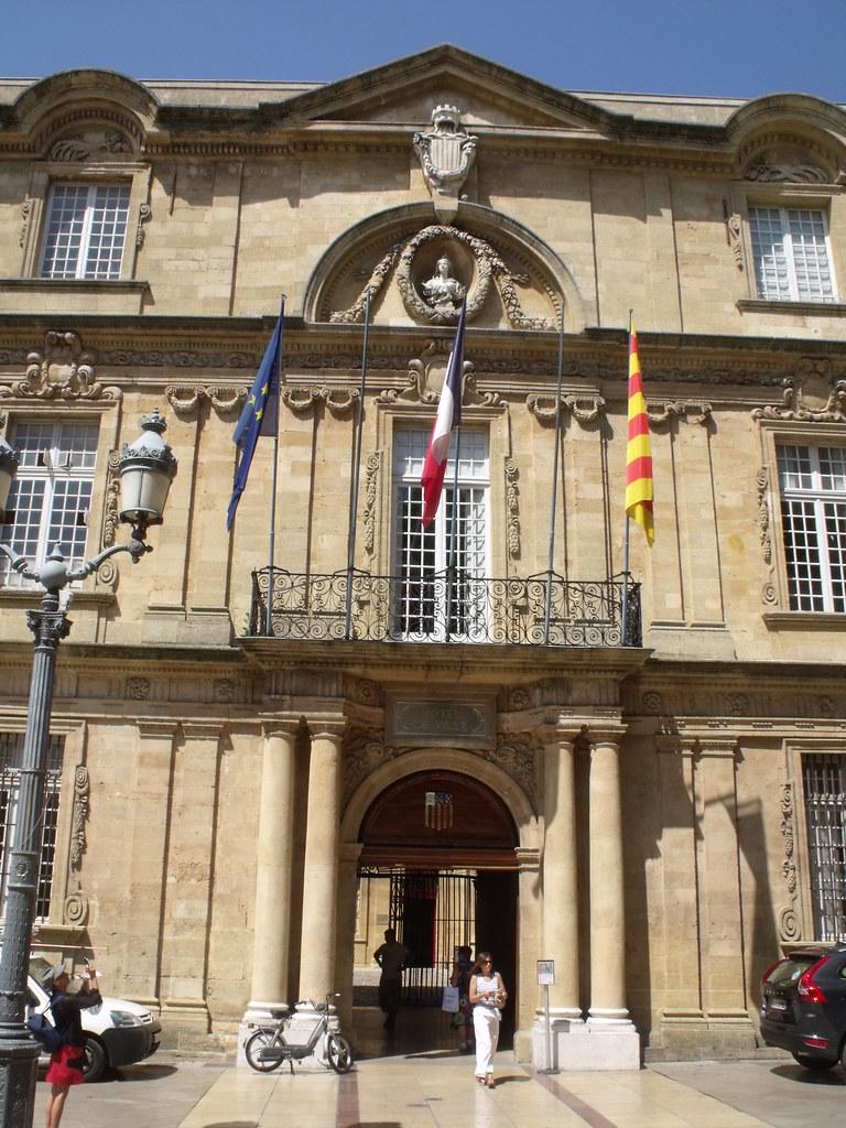 Place de l 39 hotel de ville aix en provence hotel de vill for Hotel de ville salon de provence