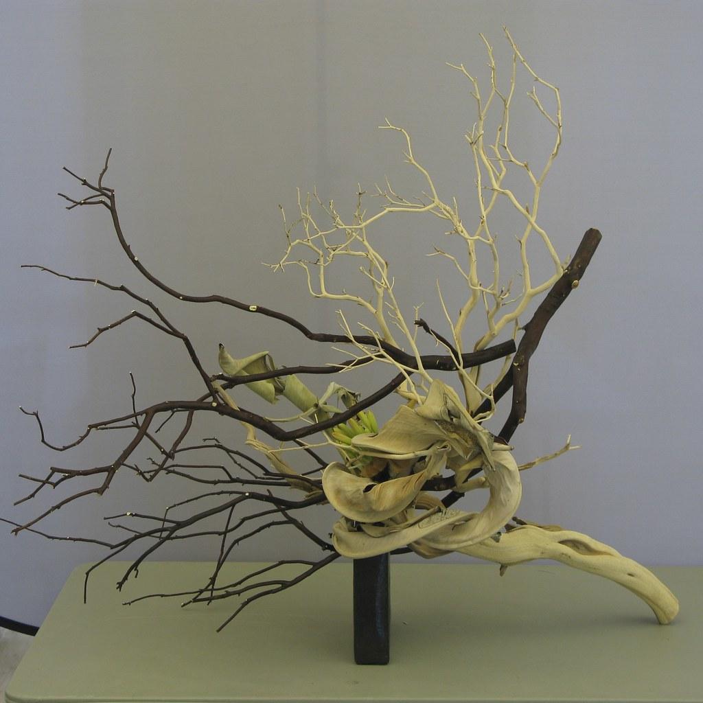 Flower Arrangement Using Driftwood: Michiko's