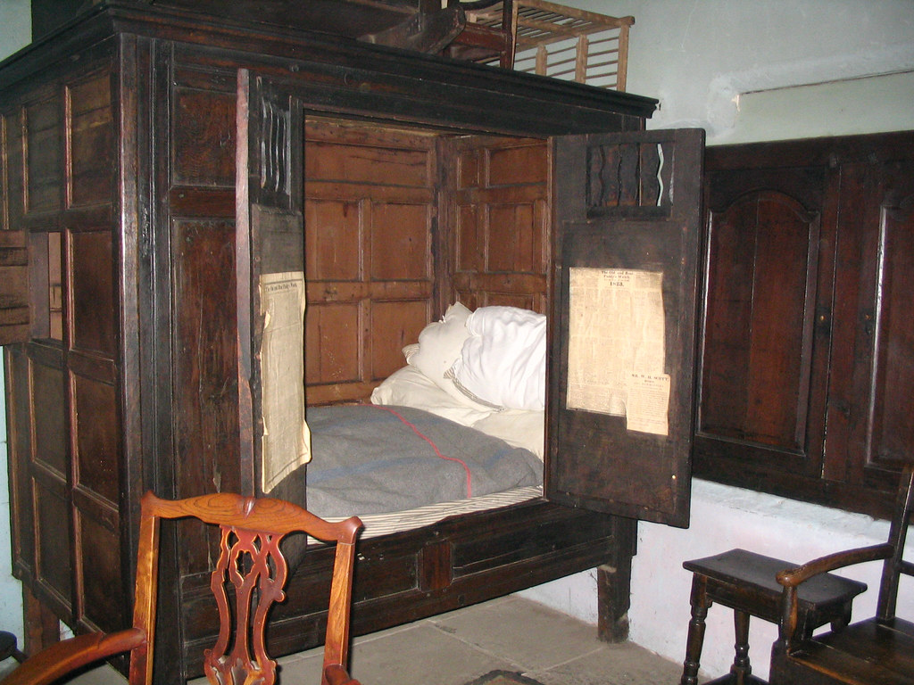 Beamish pockerly old hall cottage sit up bed august for Beds that sit up
