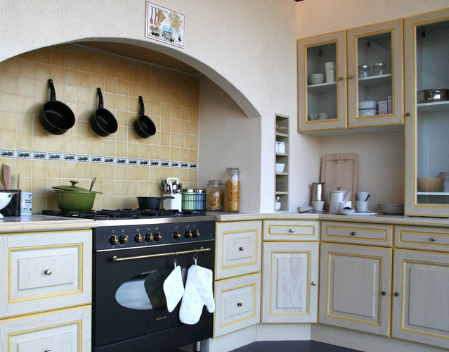 cuisine quip e rustique mod le traditionnel r champie jaune flickr photo sharing. Black Bedroom Furniture Sets. Home Design Ideas