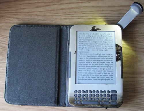 Kindle front | by Mostraum
