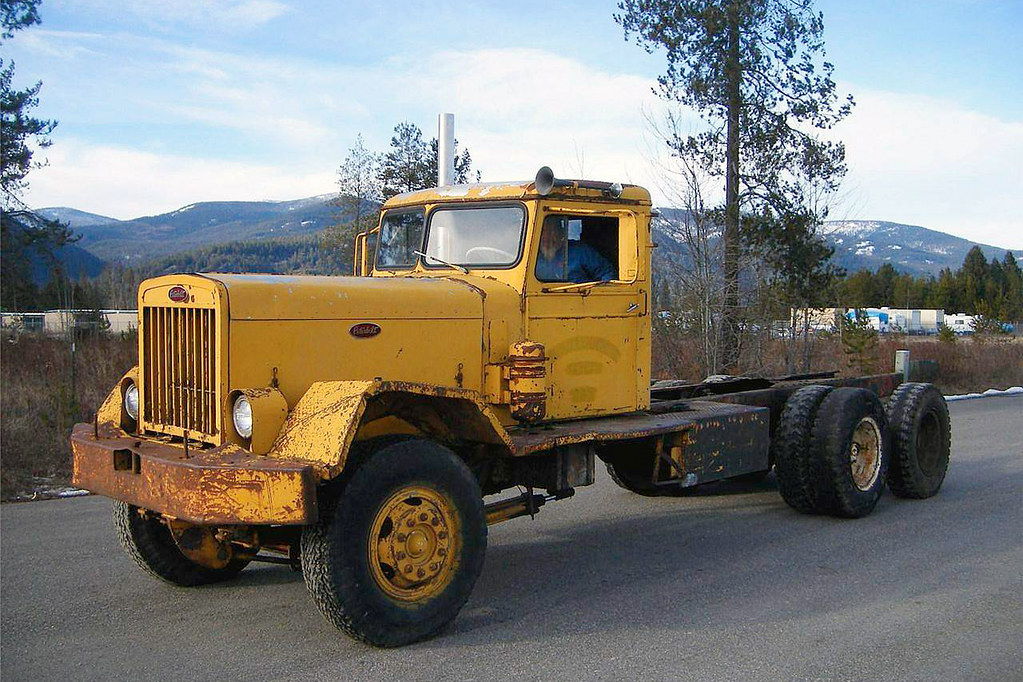 1955 peterbilt 381 225 wb 275hp suppose to be 1 of 32 ma flickr - Pictures of old peterbilt trucks ...