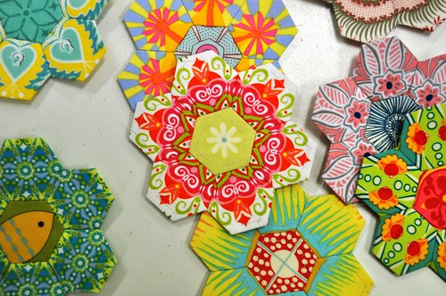 Paper Pieced Hexies with  Fussy Cutting | by xoxoamitie.girl