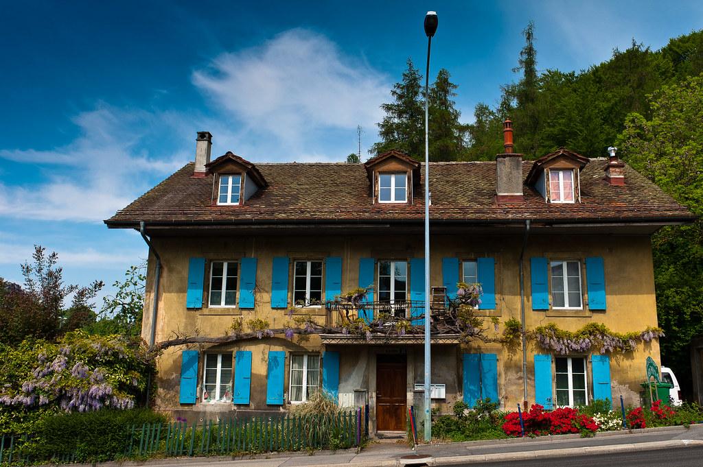 C 39 est une maison bleue 1 prilly route du mont avril 2 flickr - Maison bleue mobel ...