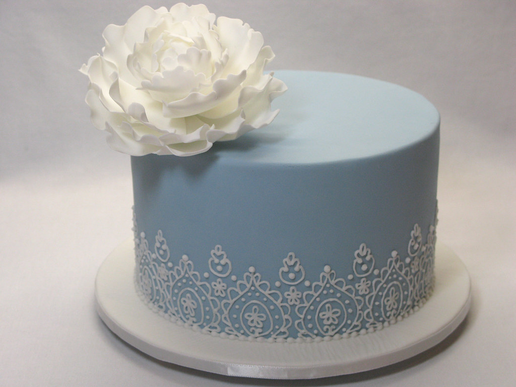 Small Lace Piping Wedding Cake This Small Wedding Cake