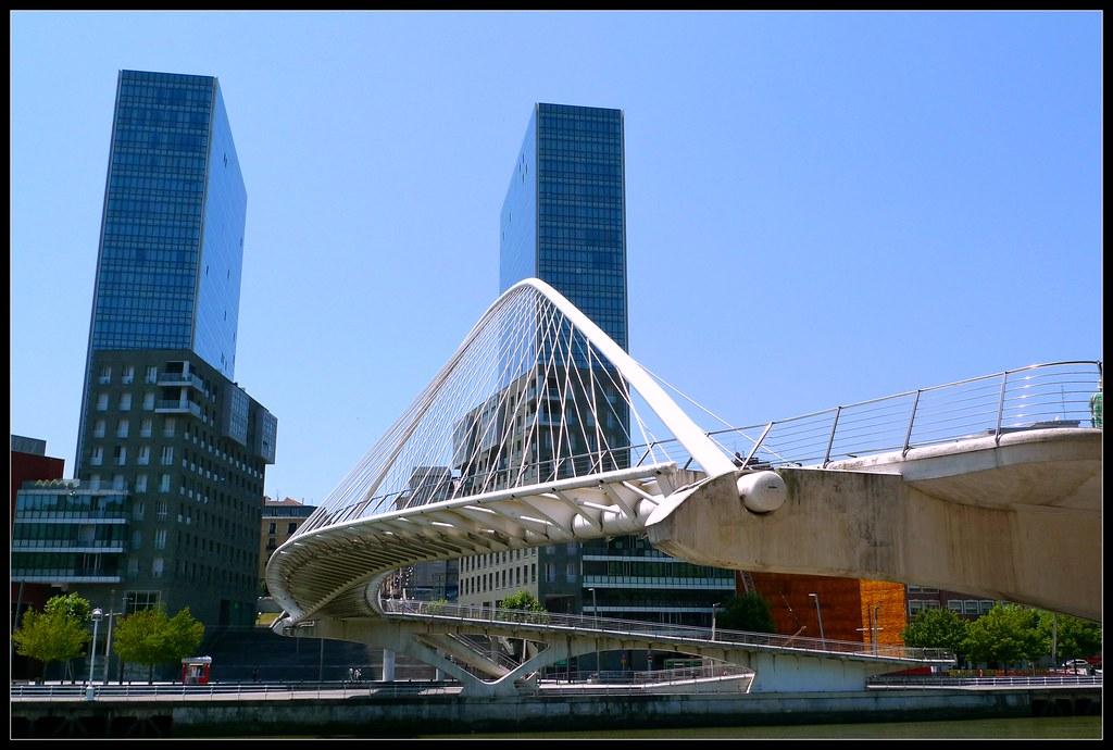 Torres isozaki y puente zubizuri bilbao obra del arquite for Arquitectos y sus obras