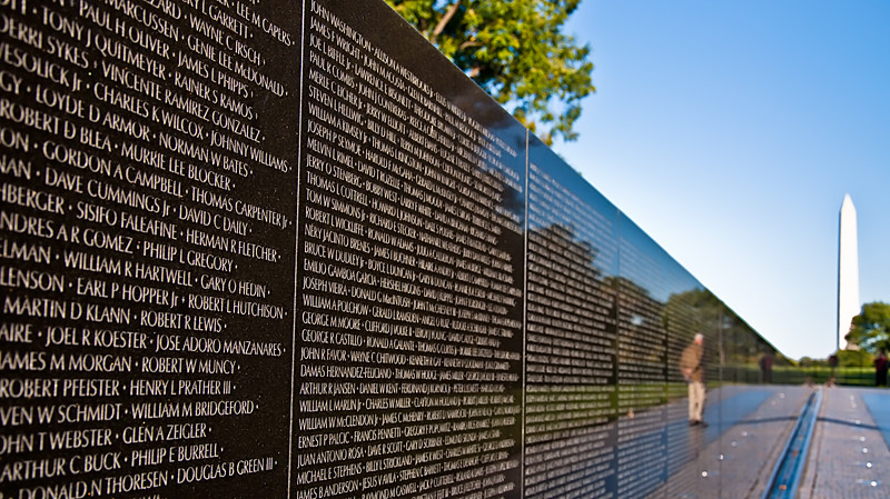 Vietnam Wall : The Vietnam Veterans Memorial Wall  Copyright © Gordon Moul ...