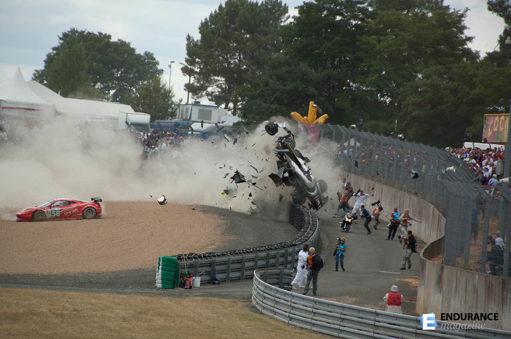 crash d 39 allan mcnish aux 24 heures du mans 2011 motorsport flickr. Black Bedroom Furniture Sets. Home Design Ideas