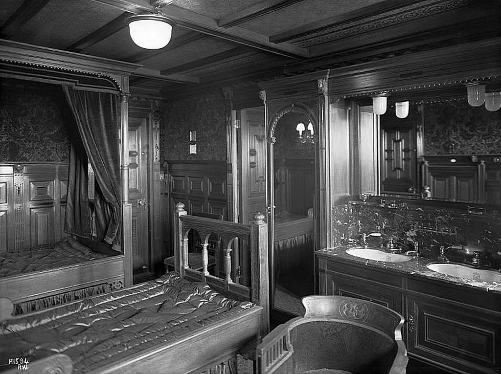 R M S Titanic Interior Of First Class Cabin In Dutch Ren