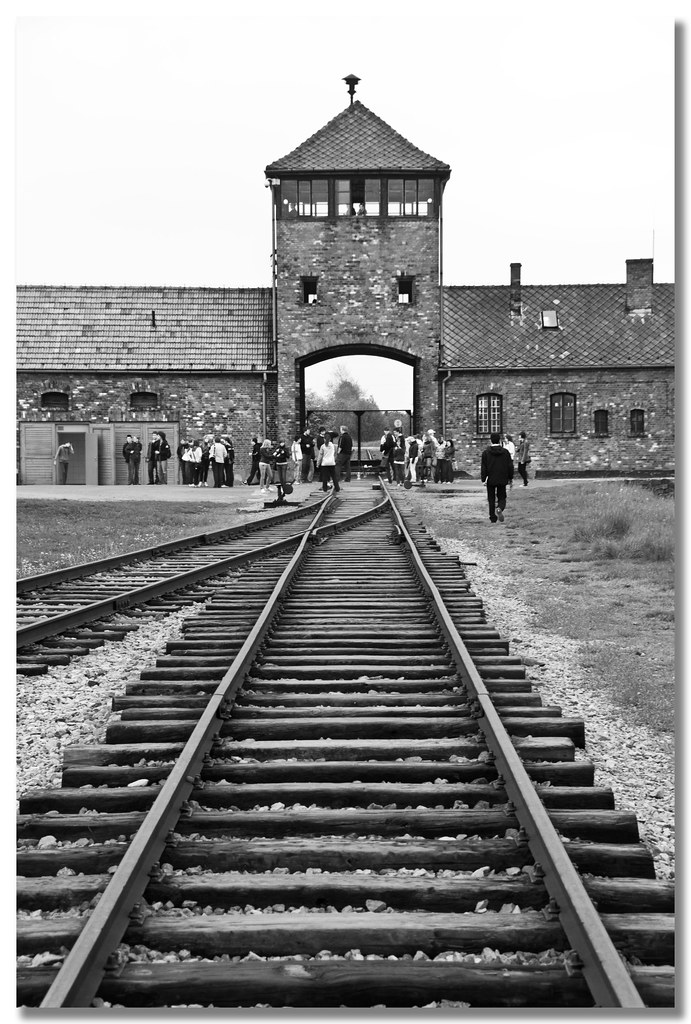 essay concentration camps auschwitz Concise descriptions of all the hardships and fatalities faced by jews in the concentration camps at the auschwitz to holocaust ghetto essay.