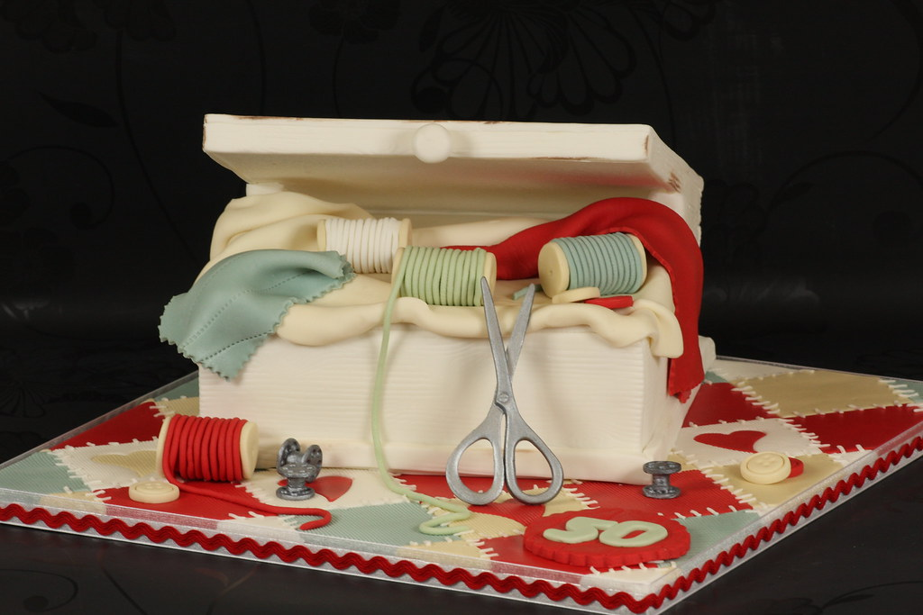Cake Design Re Di Roma : Sewing Box Cake This was ordered by a work collegue for ...