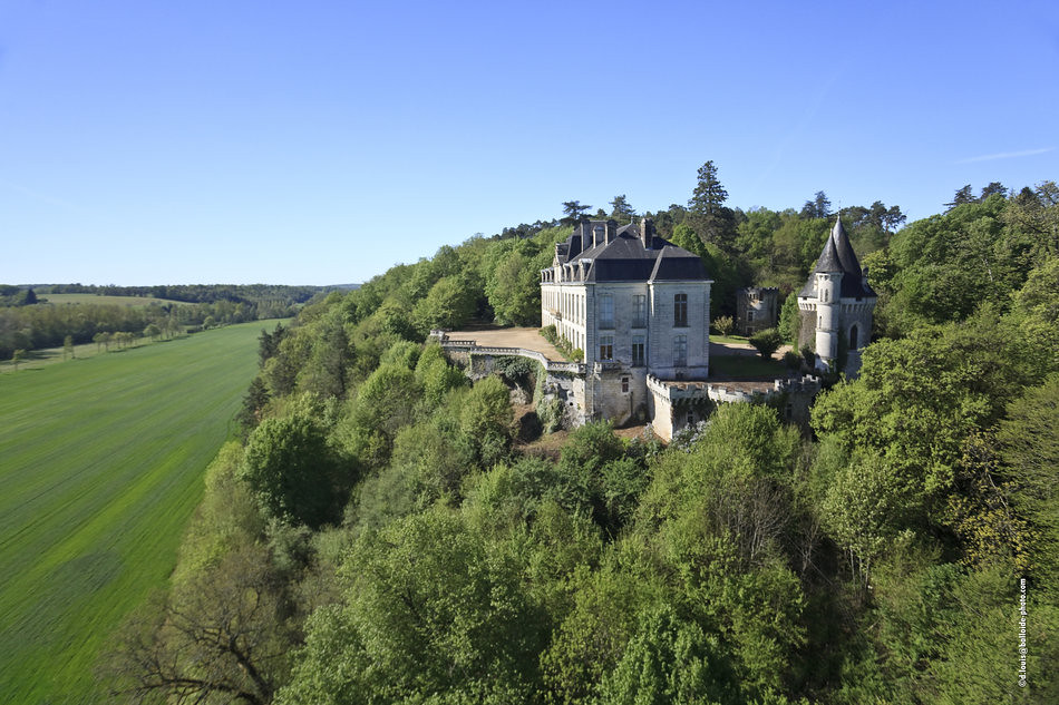 Chateau A Vendre A Restaurer Agence Immobiliere Trovit