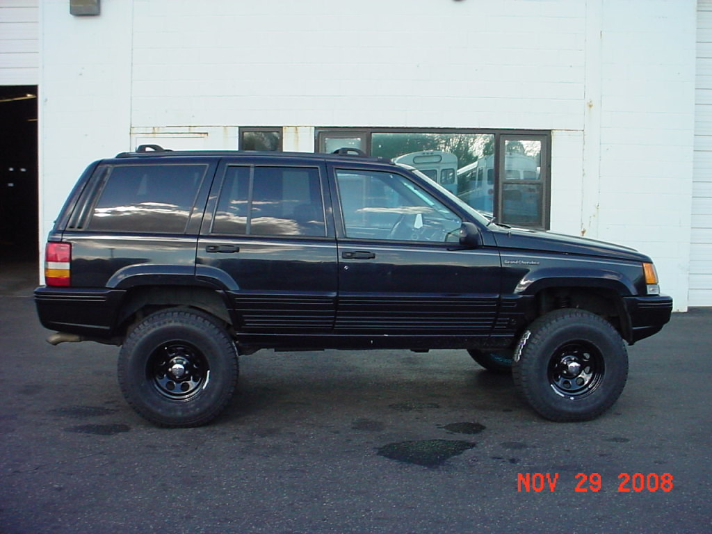 ZJ with 3.5 inch IRO lift and 32x11.50x15's.. | Larry ...