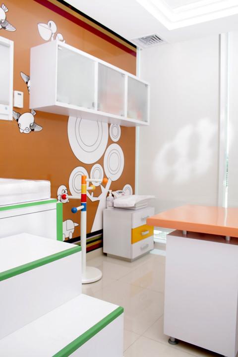 Dise o de consultorio pediatrico y mobiliario dise o de for Mobiliario de diseno