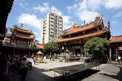Seek blessings at Mengjia Longshan Temple - Things to do in Taipei